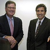 IBM CEO Sam Palmisano and Mayo CEO Cortese with Blue Gene model.
