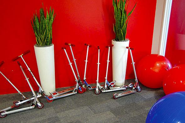 صور شركه غوغل 126IDgoogle_scooters