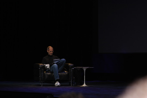Steve Jobs Using the iPad